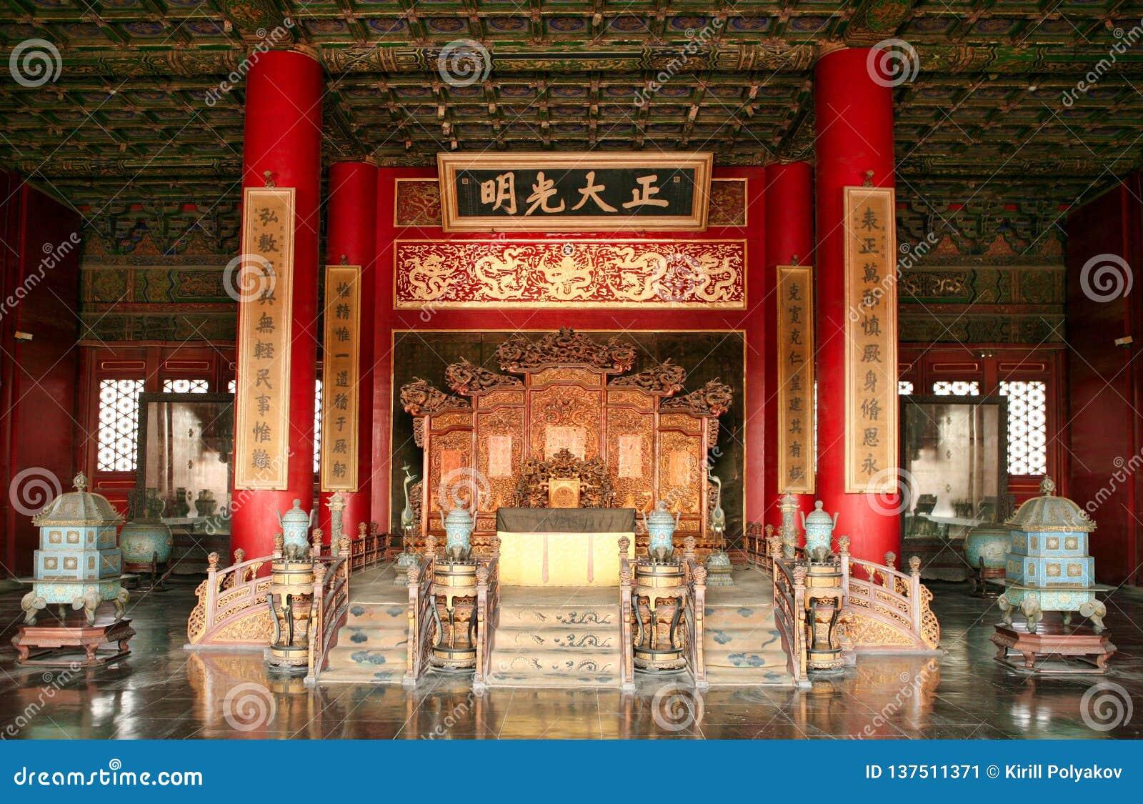 Der Thron des chinesischen Kaisers in der Verbotenen Stadt Peking
