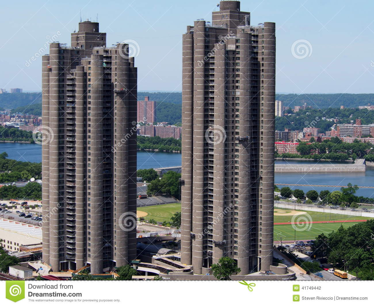 Der Tracey Towers Bronx NY
