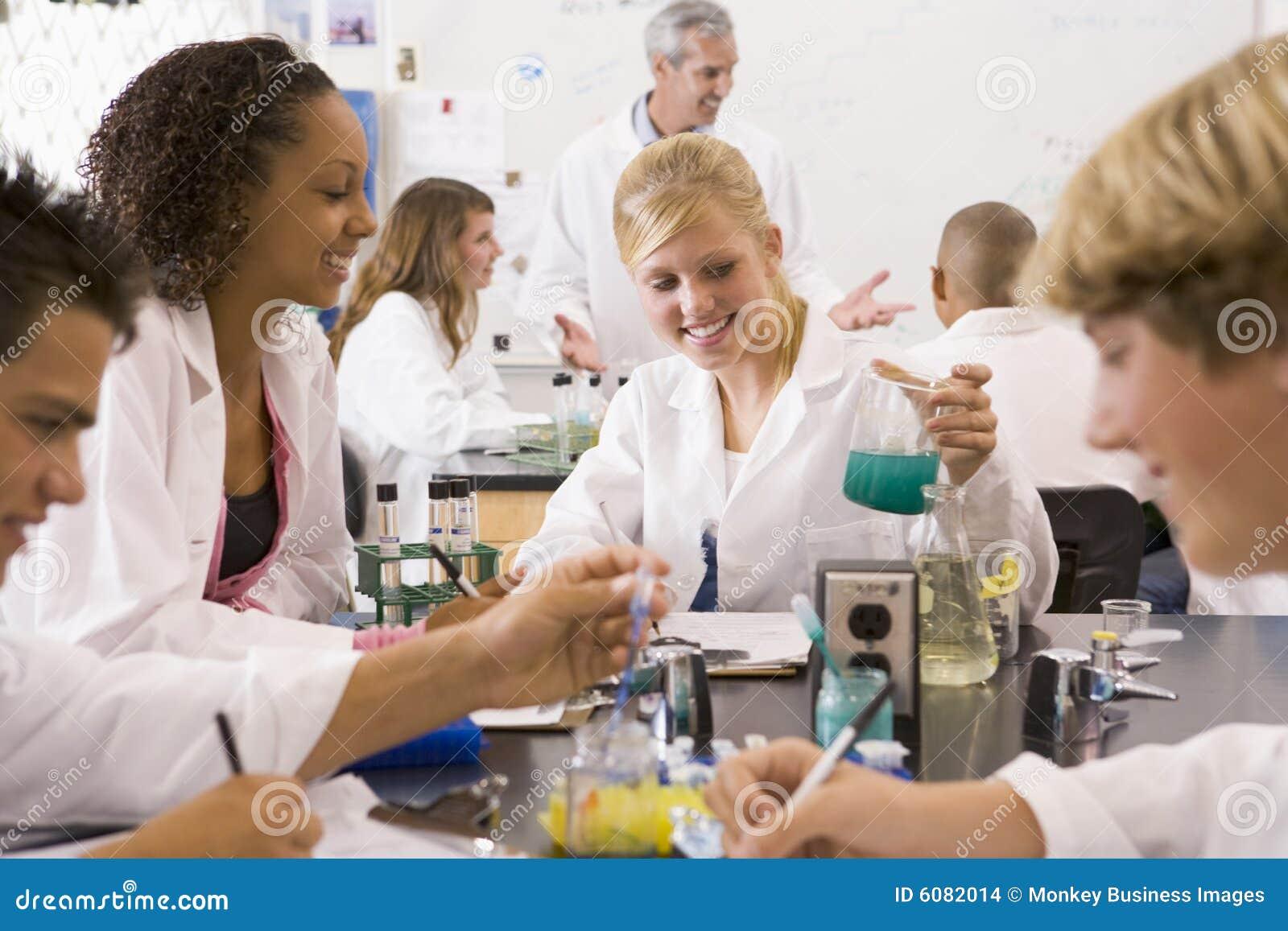 Deras lärare för vetenskap för barngruppskola