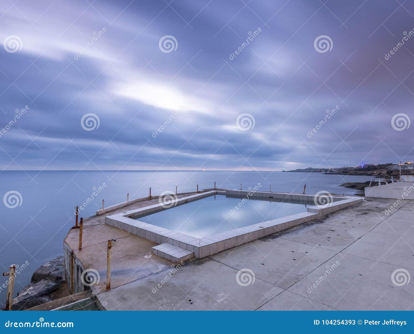 Derelictb simbassängkomplex och lido, malta