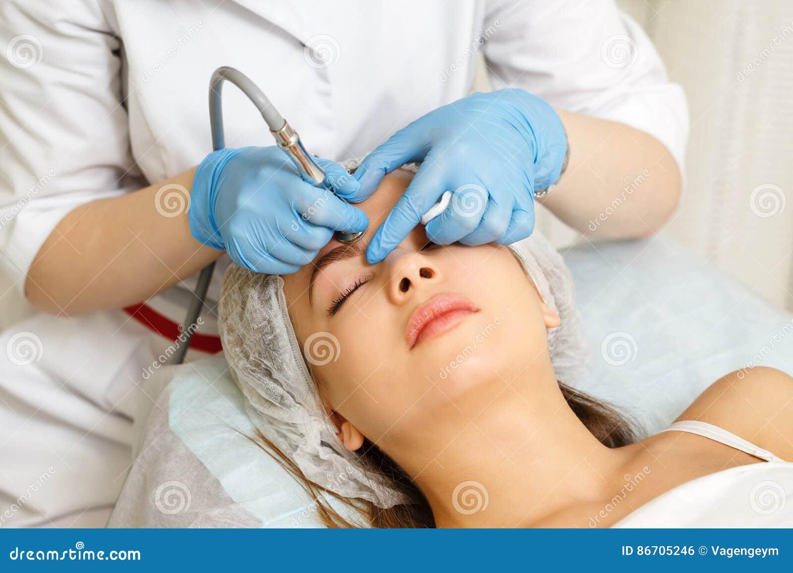 Dermabrasion affronta Cosmetologia dell hardware