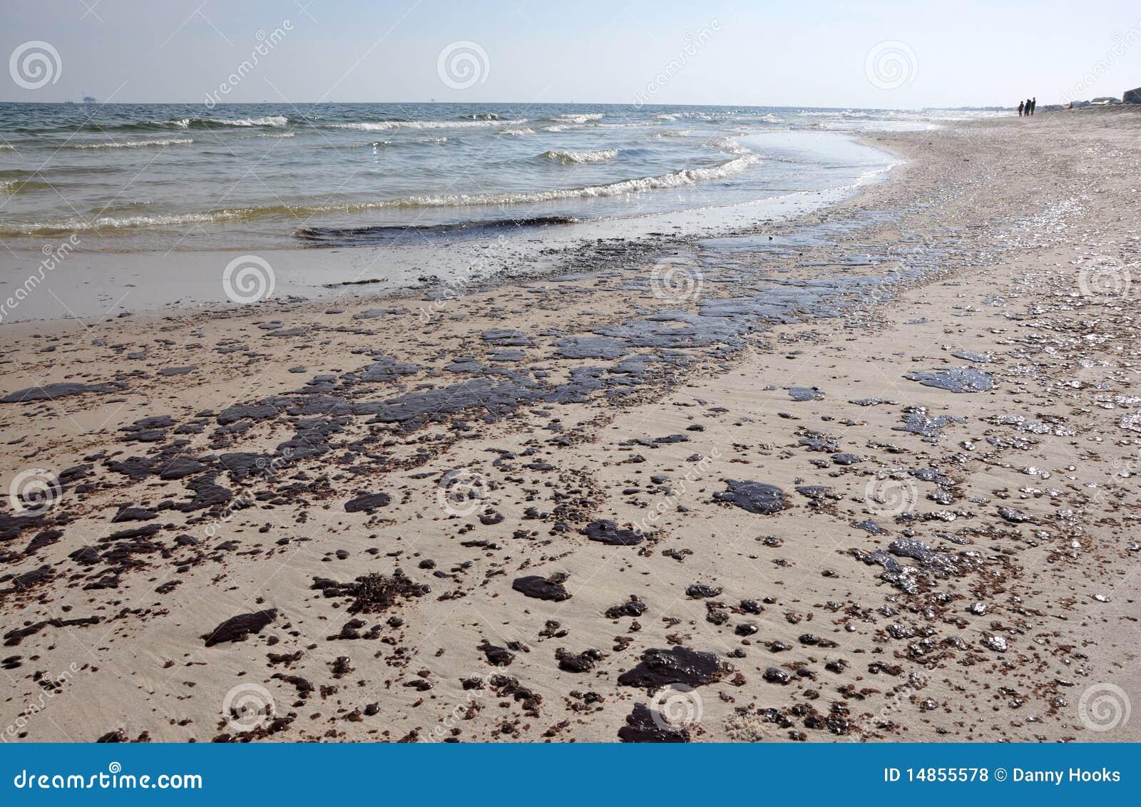 Derramamento de petróleo na praia