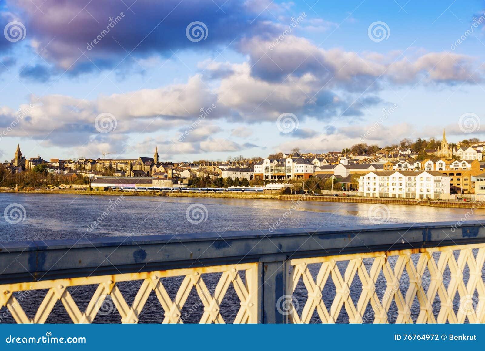Derry-Panorama von Craigavon-Brücke