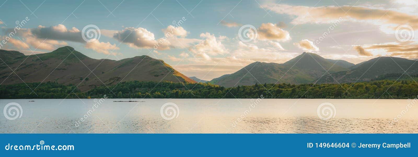 Derwentwater no distrito inglês do lago
