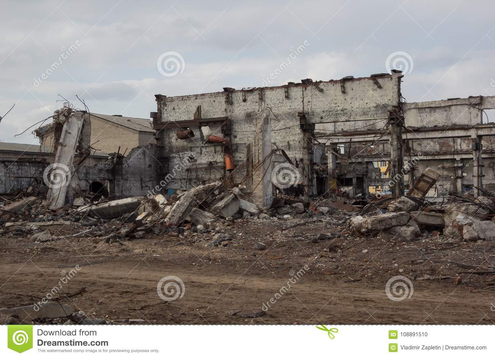 Des bâtiments industriels détruits, peuvent être employés comme démolition, guerre, bombe, attaque terroriste, tremblement de ter