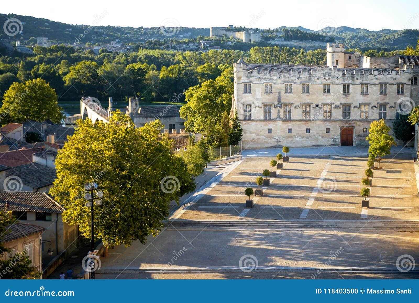 DES Papes d Avignon - de Palais Papes Palace à Avignon dans un beau jour d été, franc