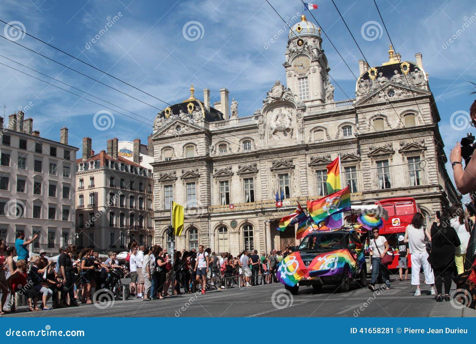 Des Terreaux гей-парада на месте