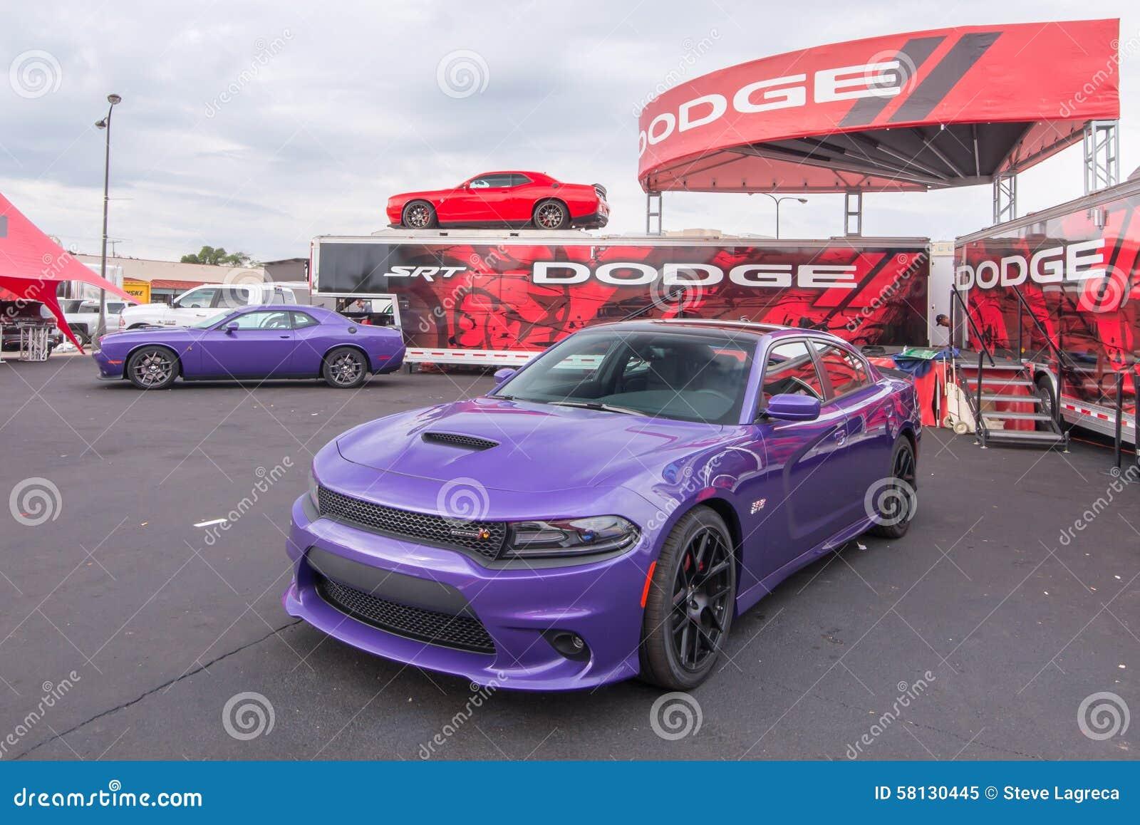 Desafiador y cargador, travesía del sueño de Woodward, MI de 2015 Dodge