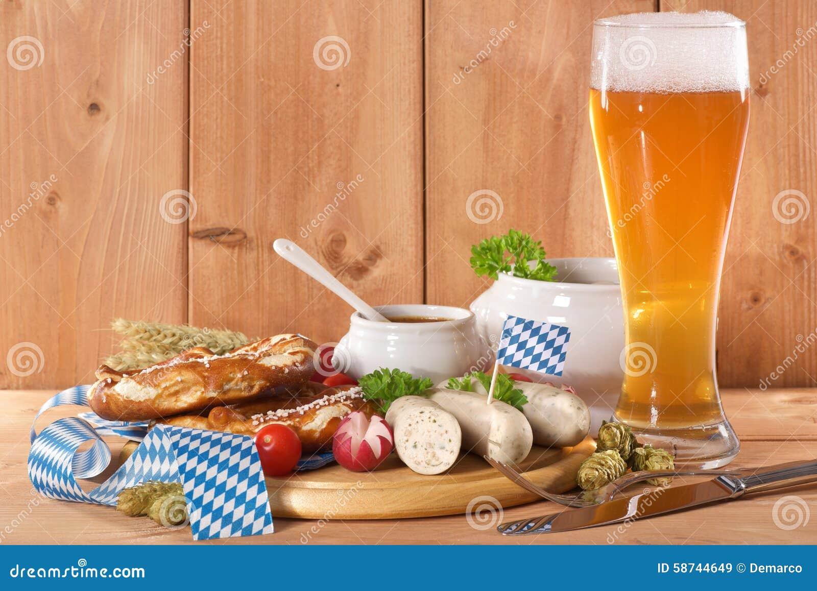 Desayuno bávaro de la salchicha de la ternera