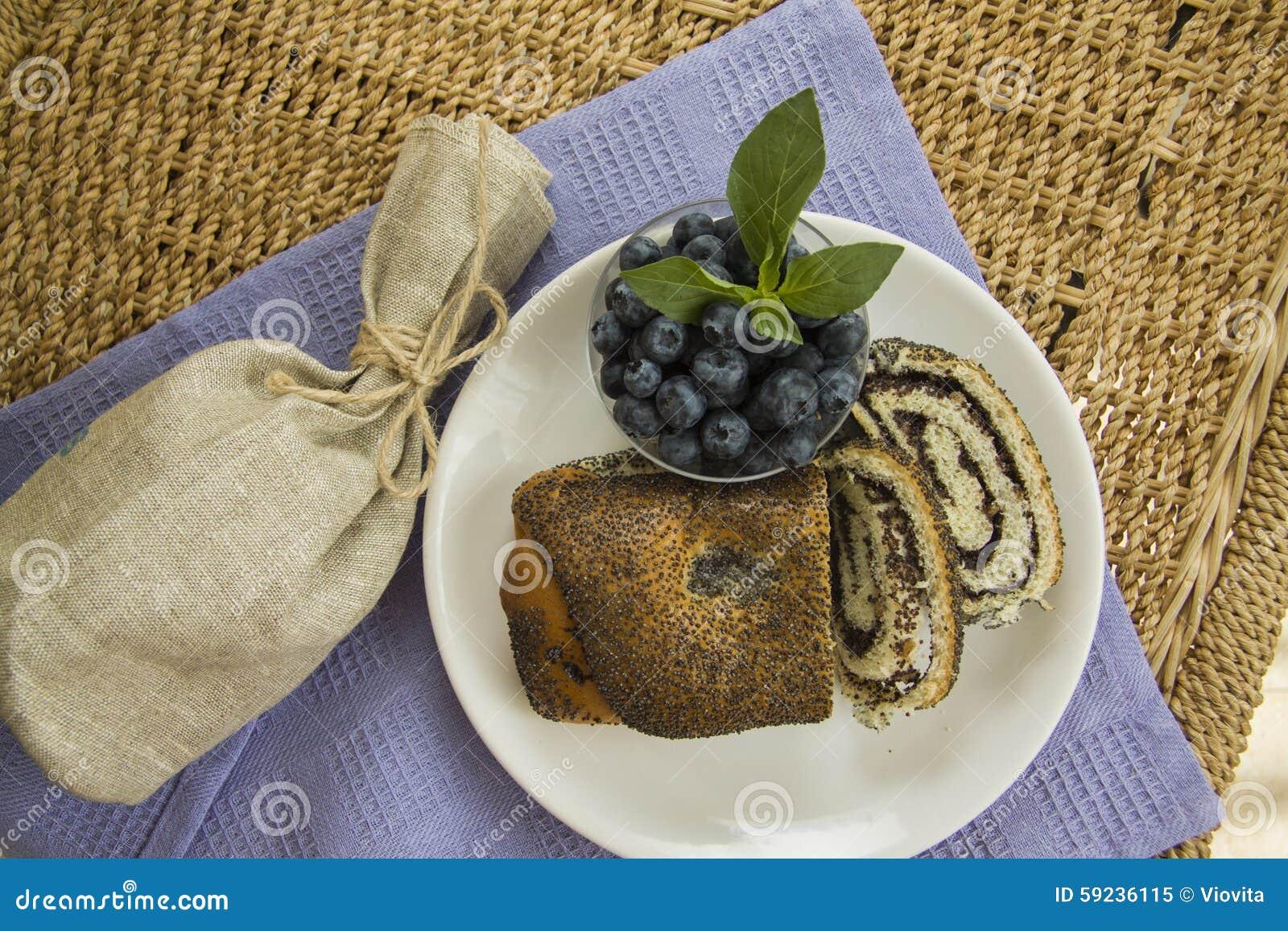 Download Desayuno Con Las Semillas De Amapola Milhojas Y Arándano Imagen de archivo - Imagen de fondos, hornada: 59236115