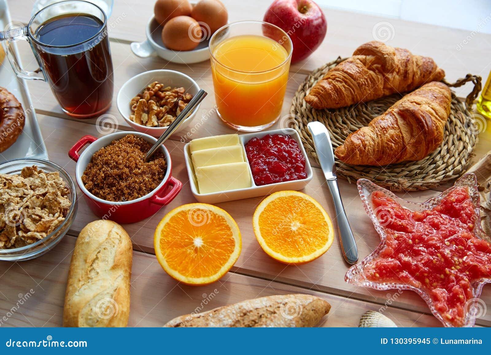 Hilo Chat para hablar de todo. - Página 3 Desayuno-continental-del-buffet-con-caf%C3%A9-130395945
