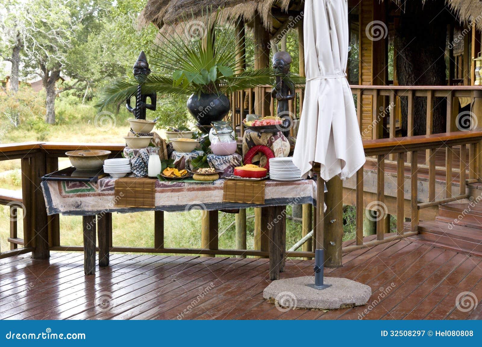 Desayuno en casa de campo del safari