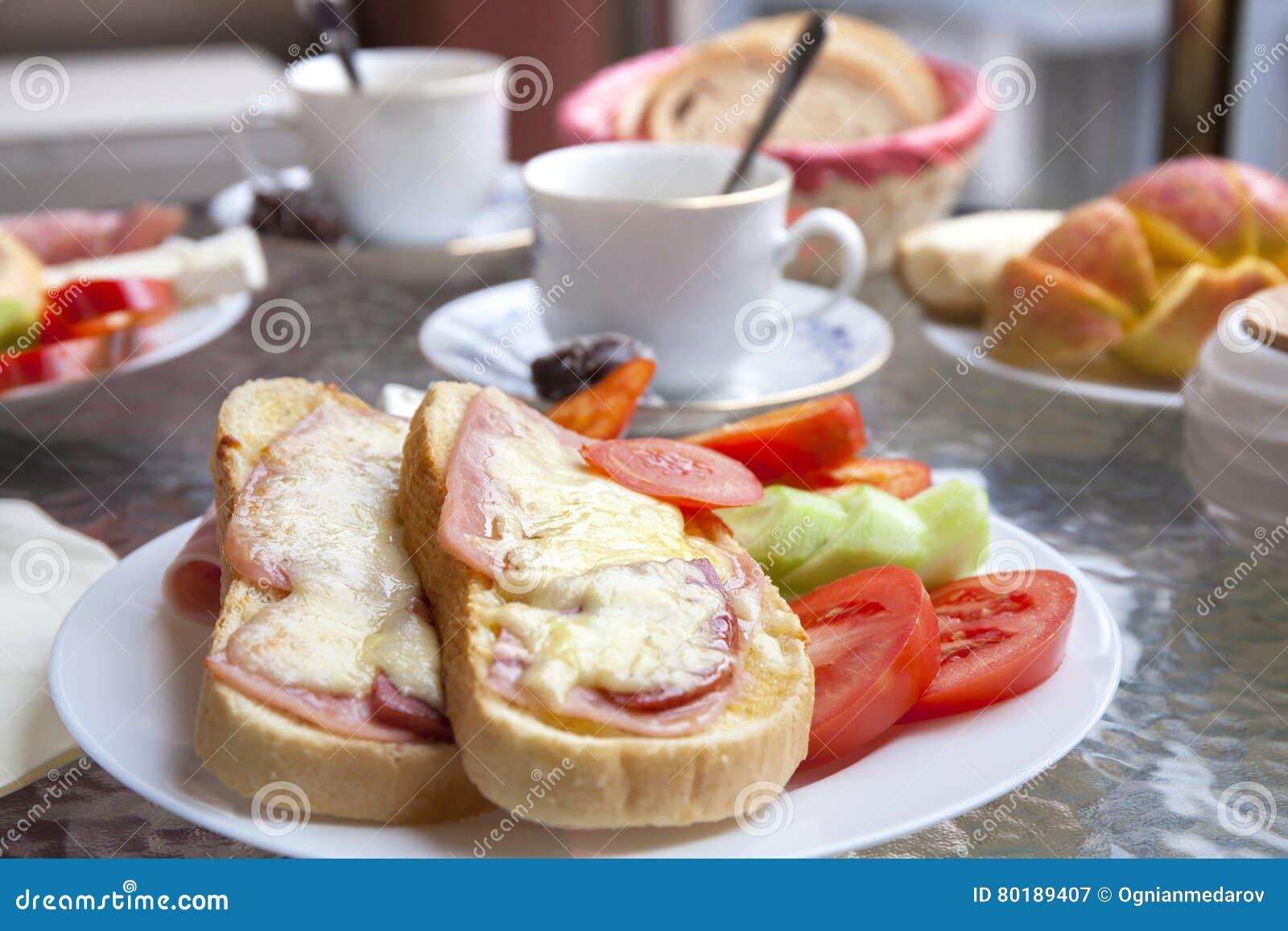 Desayuno En La Terraza Imagen De Archivo Imagen De Fresco