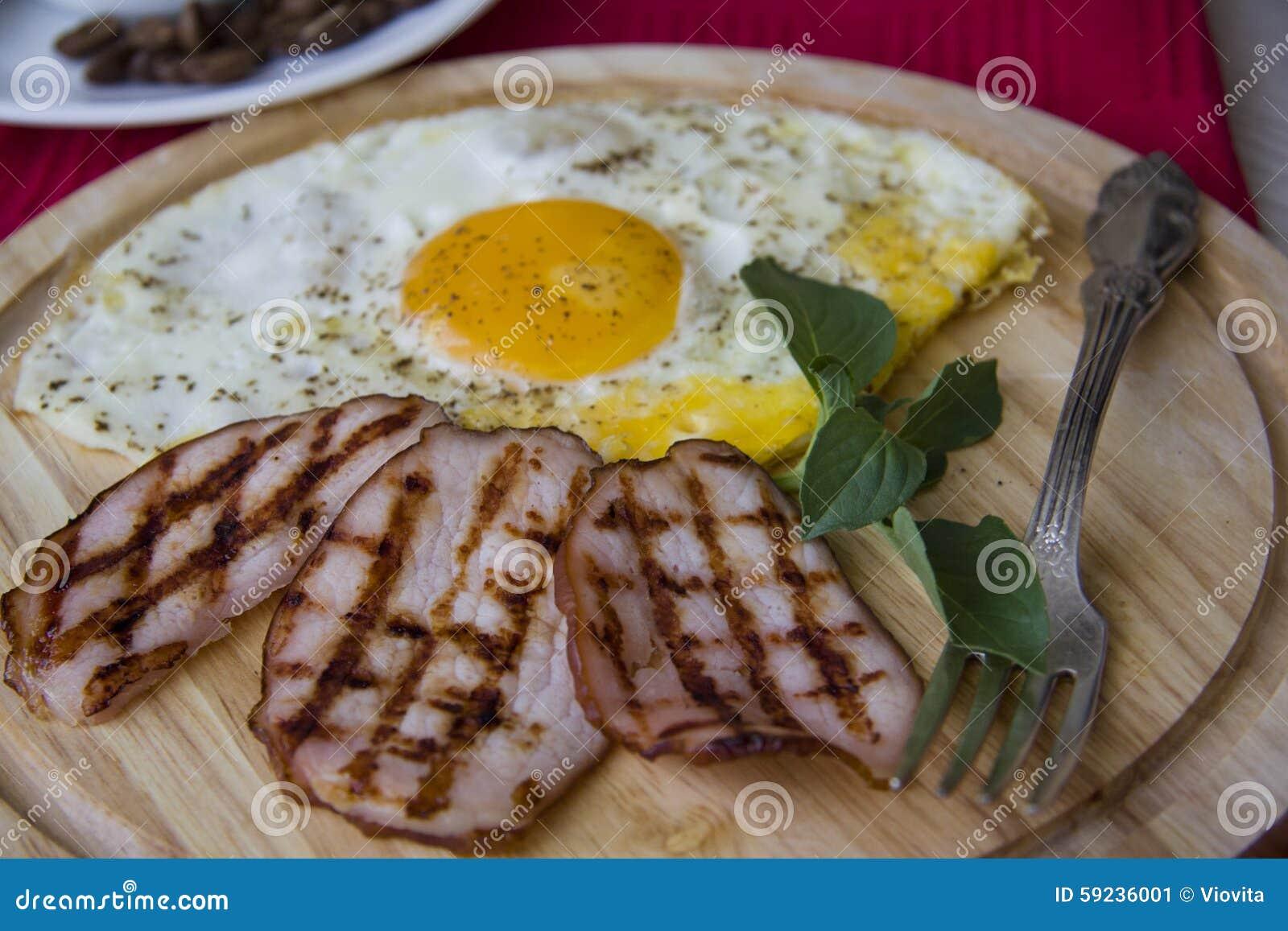 Download Desayuno Juguetón Con Los Huevos Imagen de archivo - Imagen de tocino, placa: 59236001
