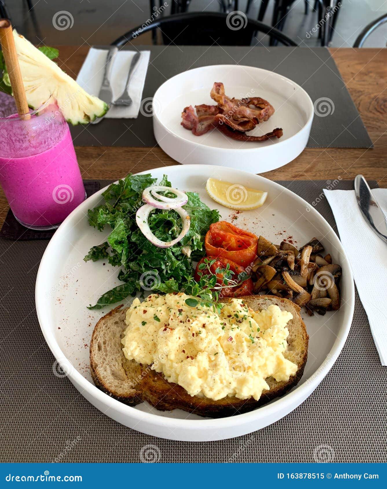 Desayuno Milenal Comida Saludable Por La Mañana Imagen De Archivo Imagen De Mezclado Jugo 163878515