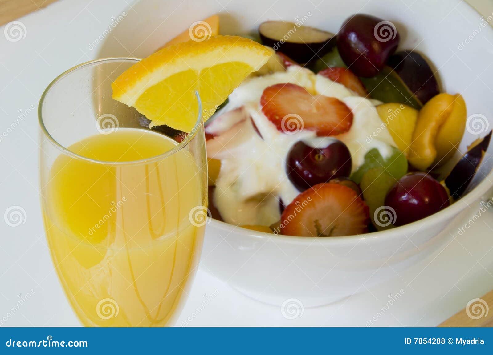 Desayuno rom ntico en cama fotos de archivo libres de - Preparar desayuno romantico ...