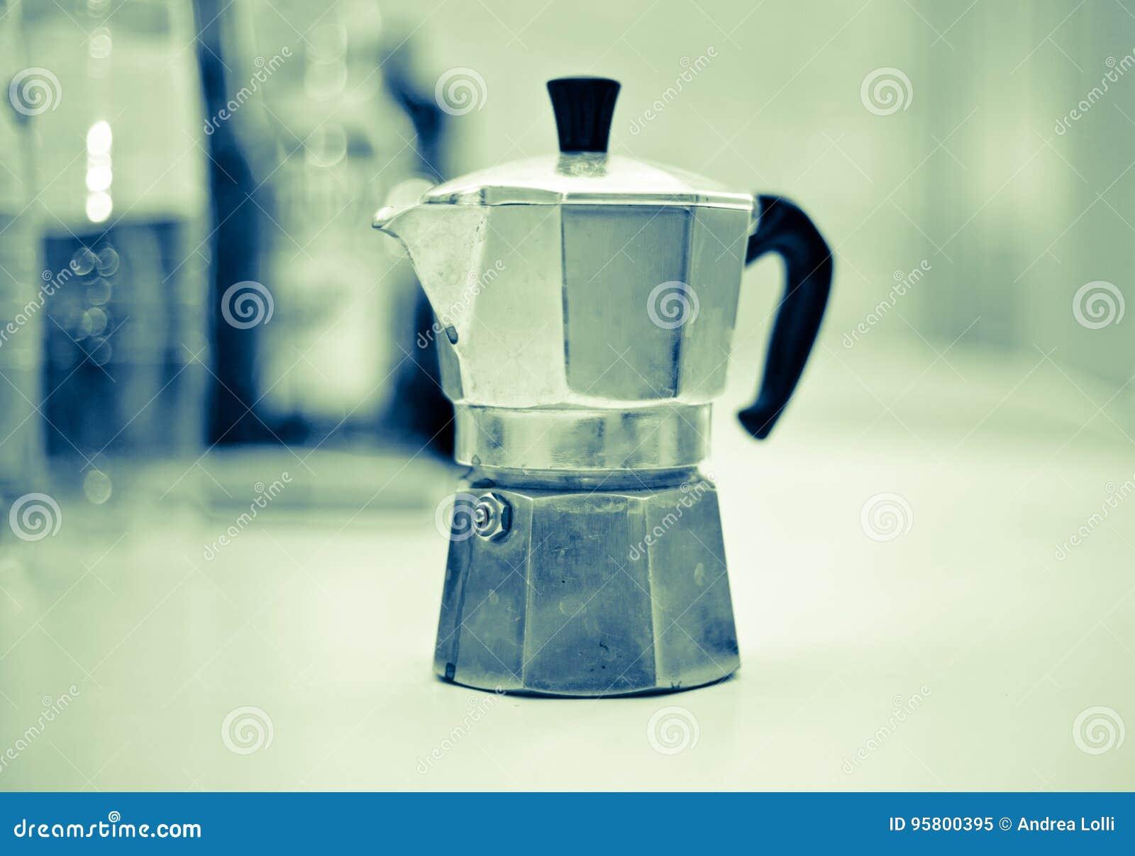Descanso para tomar café con el blac italiano del cafeína de la energía de la buena mañana del moka