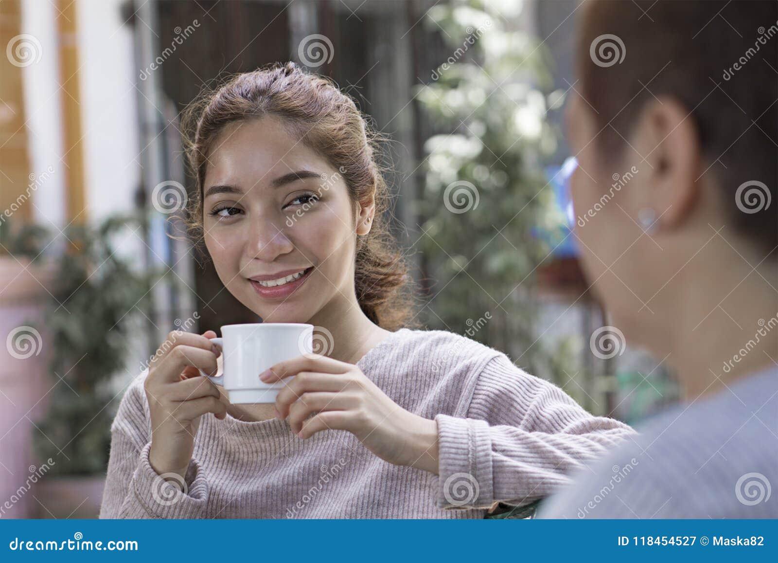 Descanso para tomar café con un amigo