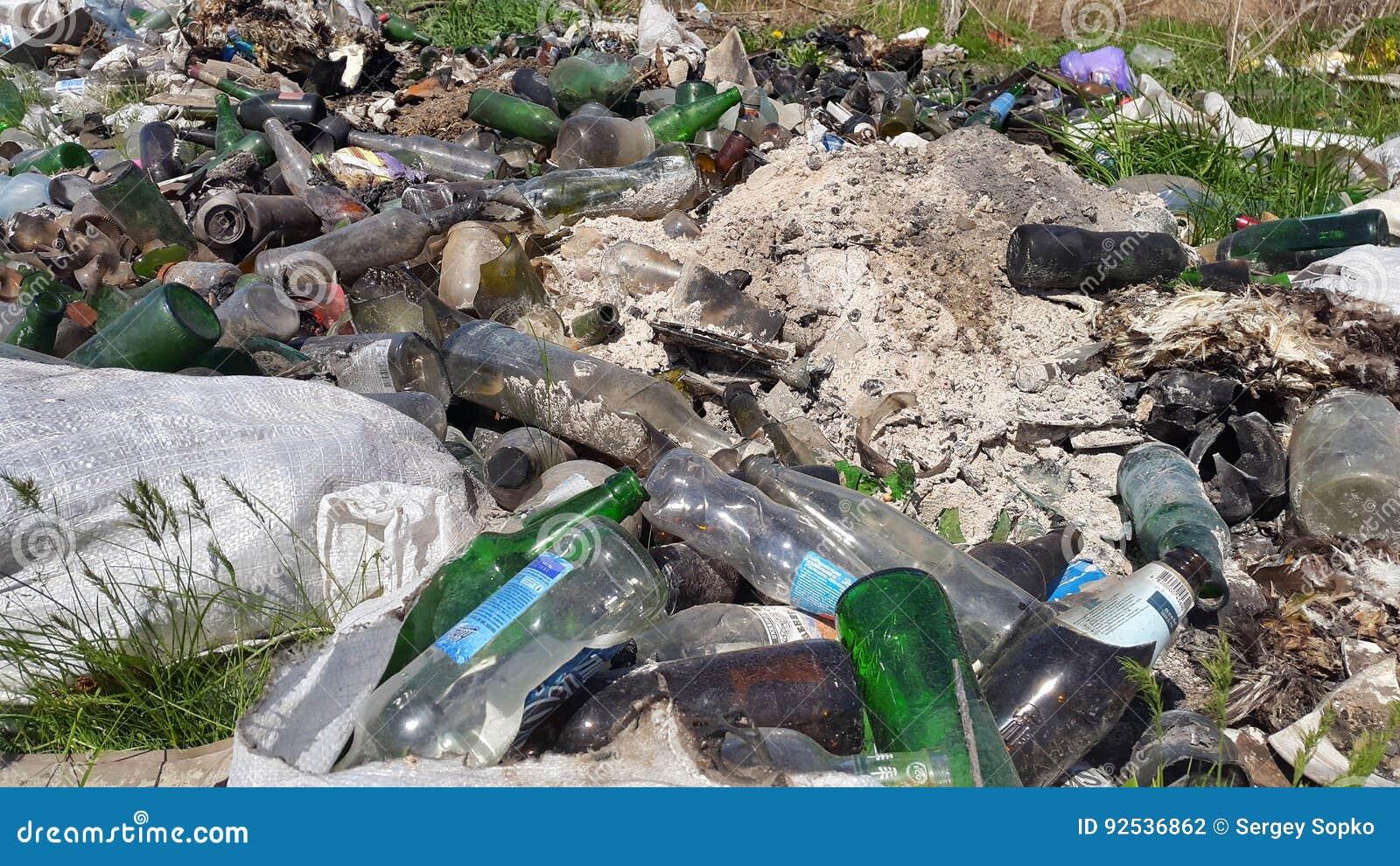 contaminacion Contaminación los elementos contaminantes los productos de contaminacion mas peligrosos que se acumulan en el aire, en el agua y en la tierra y cuyo estudio se intensifica en estos momentos en todos los paises industrializados y cuyo grado contaminante es altamente riesgoso son.