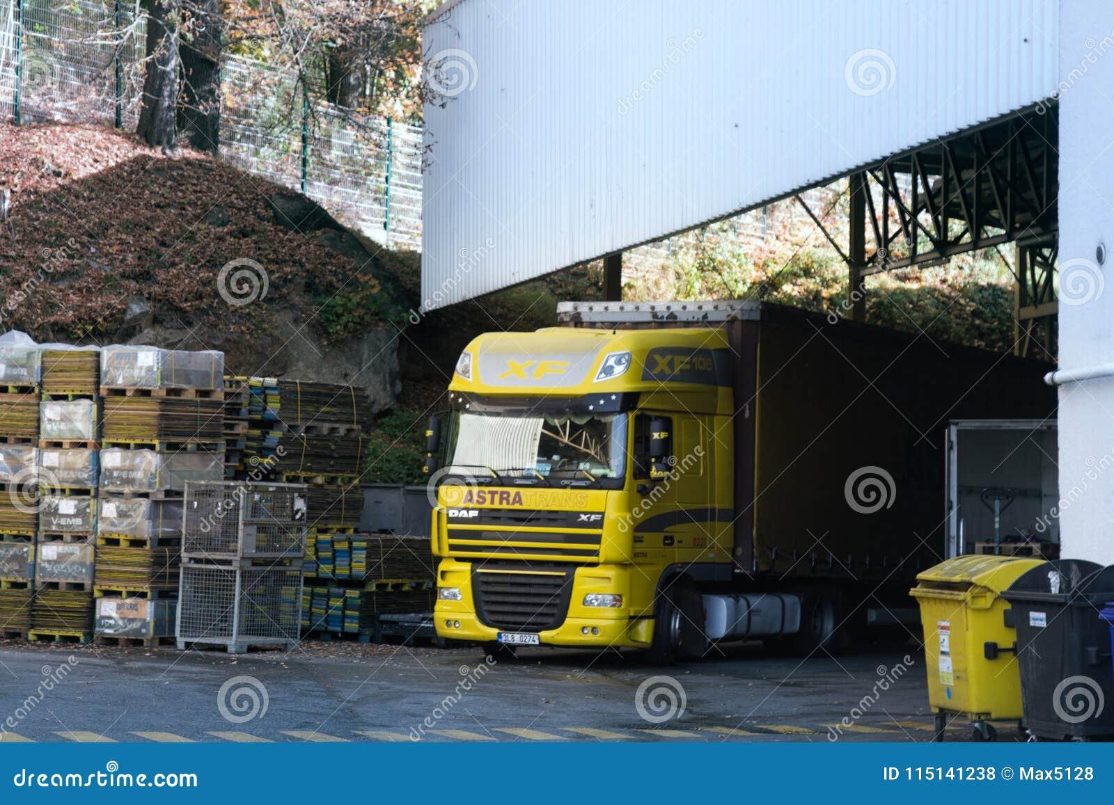 Descarregamento de caminhões pesados