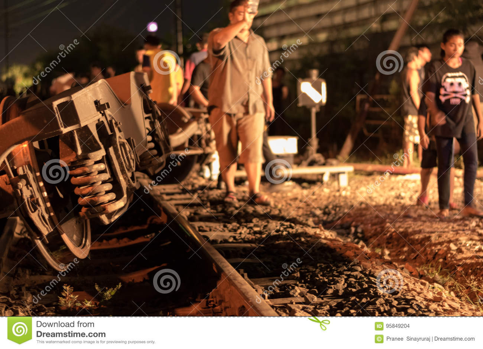 Descarrilamiento de tren en Nakhon Ratchasima, Tailandia 10/7/2017