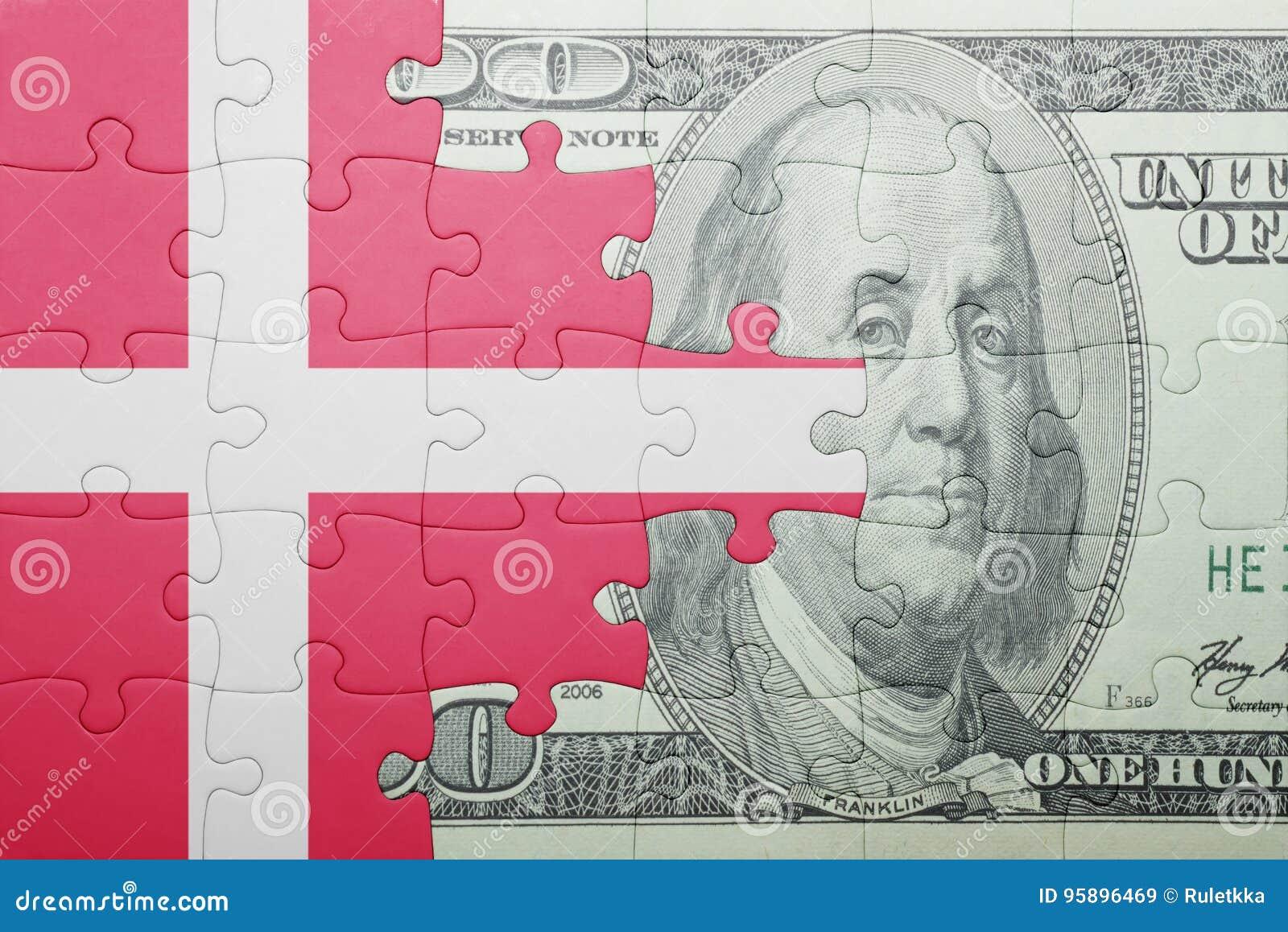 Desconcierte con la bandera nacional del billete de banco de Dinamarca y del dólar