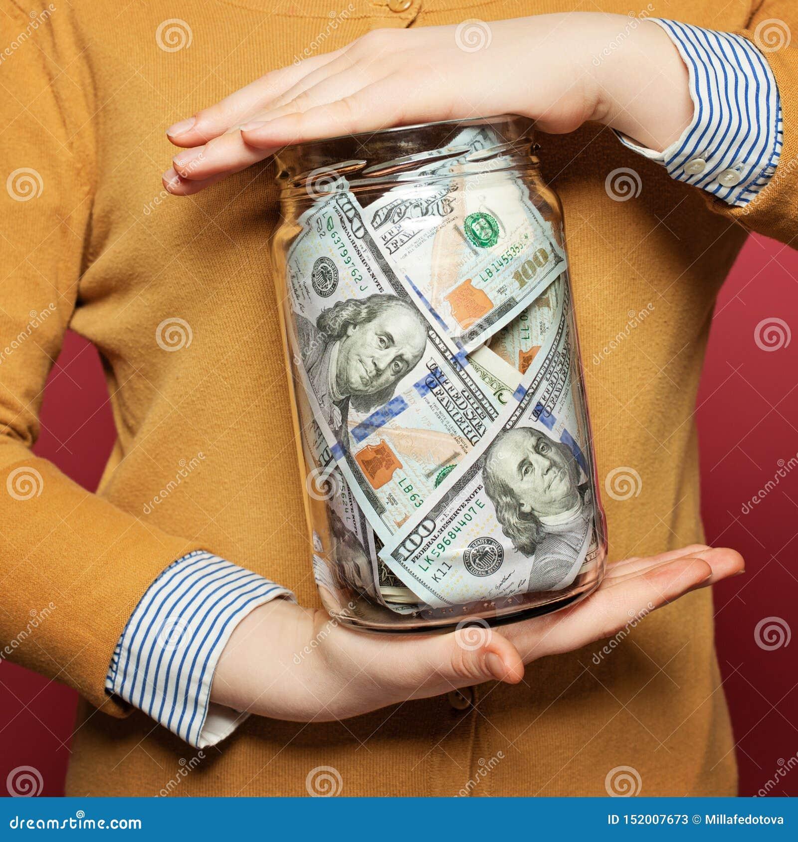 Desconte dólares americanos no frasco no fundo brilhante colorido Conceito do dinheiro da economia