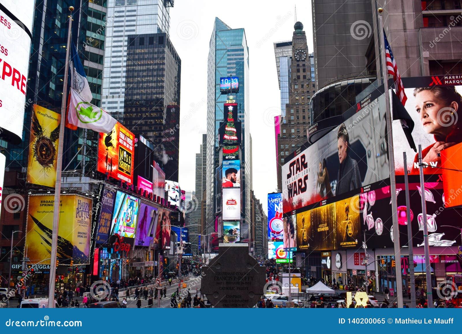 Descripción del Times Square durante la estación de la Navidad