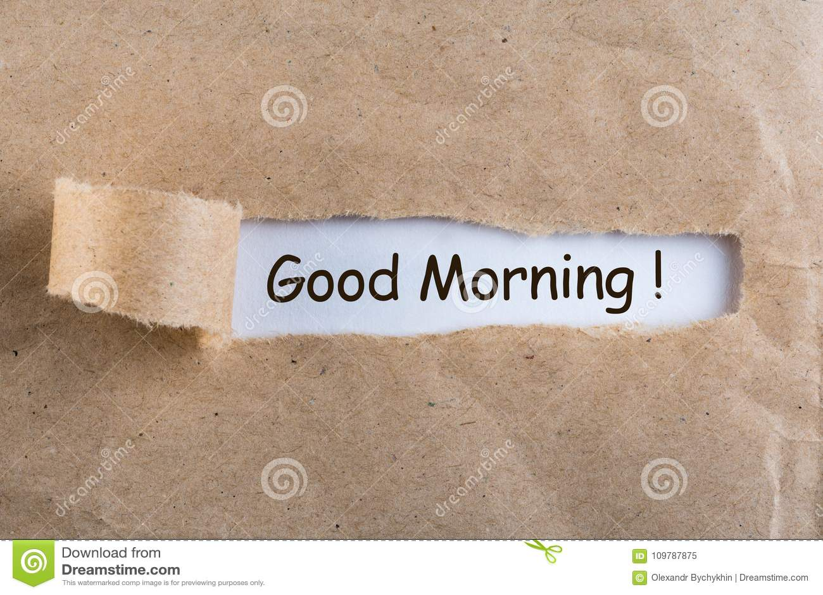 Desejos do bom dia em um envelope rasgado