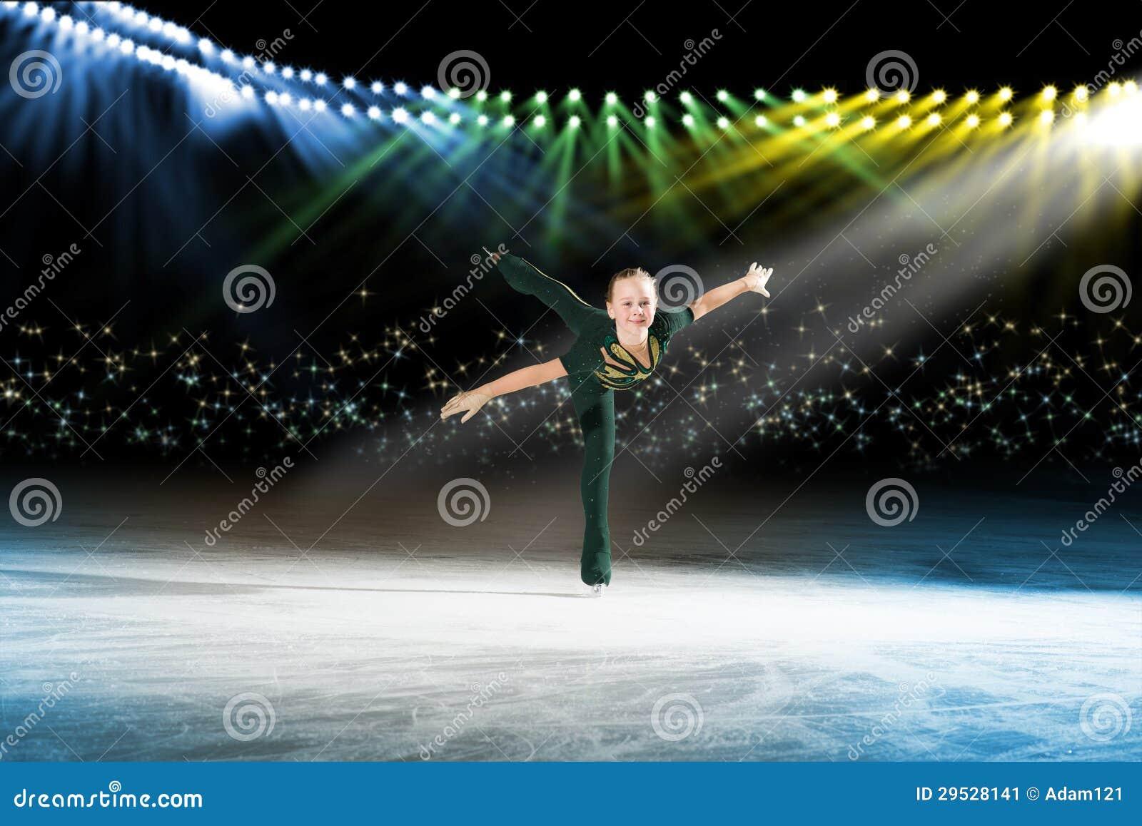 Desempenho de patinadores novos, mostra de gelo