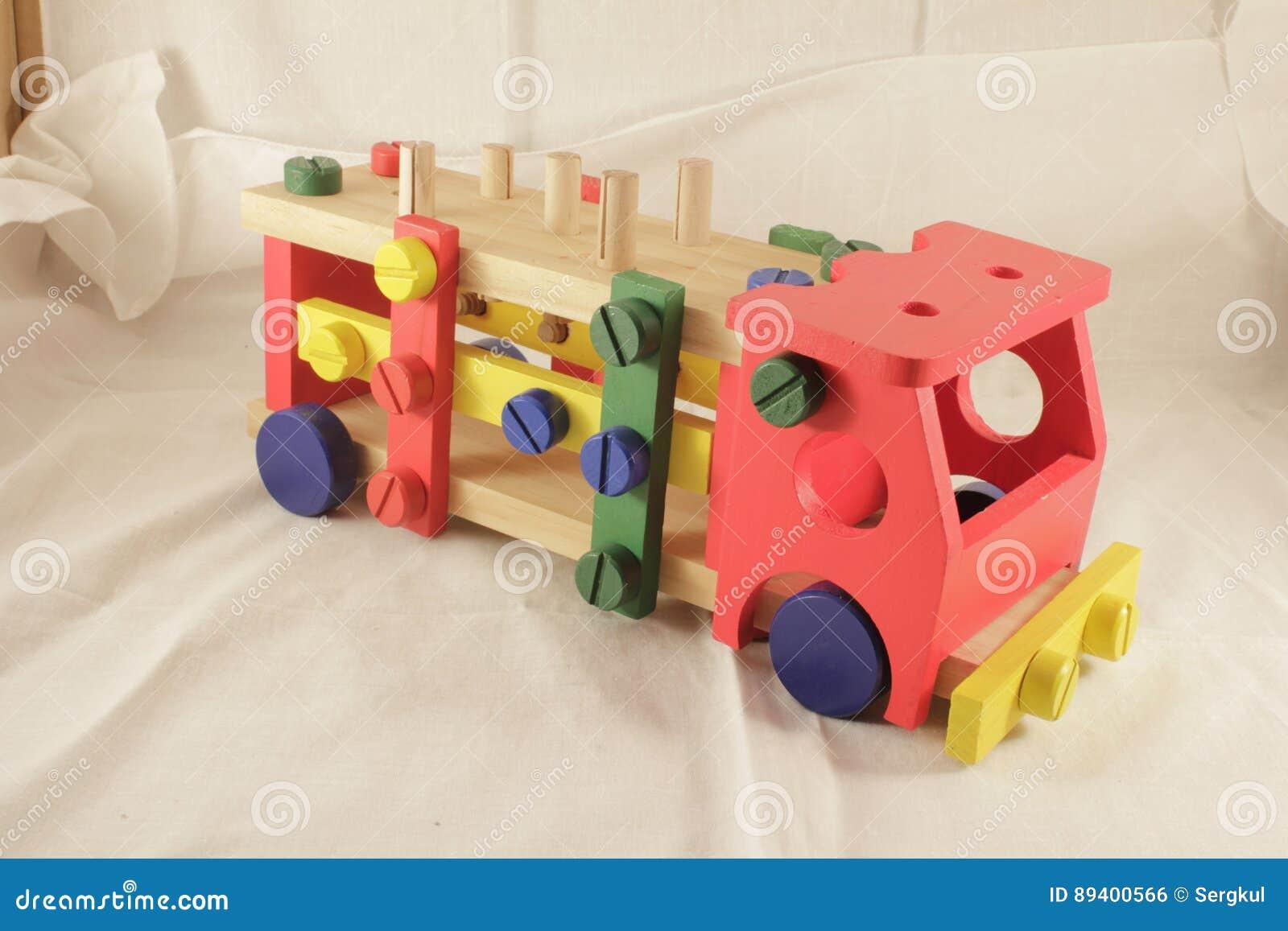 Desenhista e ferramentas do carro do brinquedo