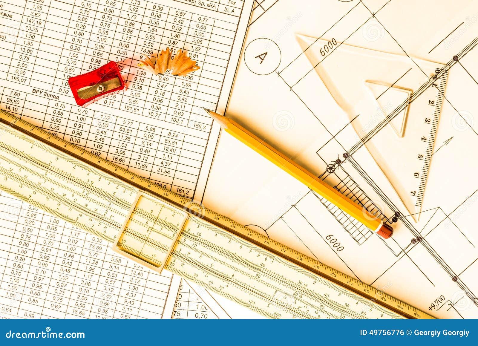 Desenhos arquitetónicos, ferramentas para esboçar na tabela