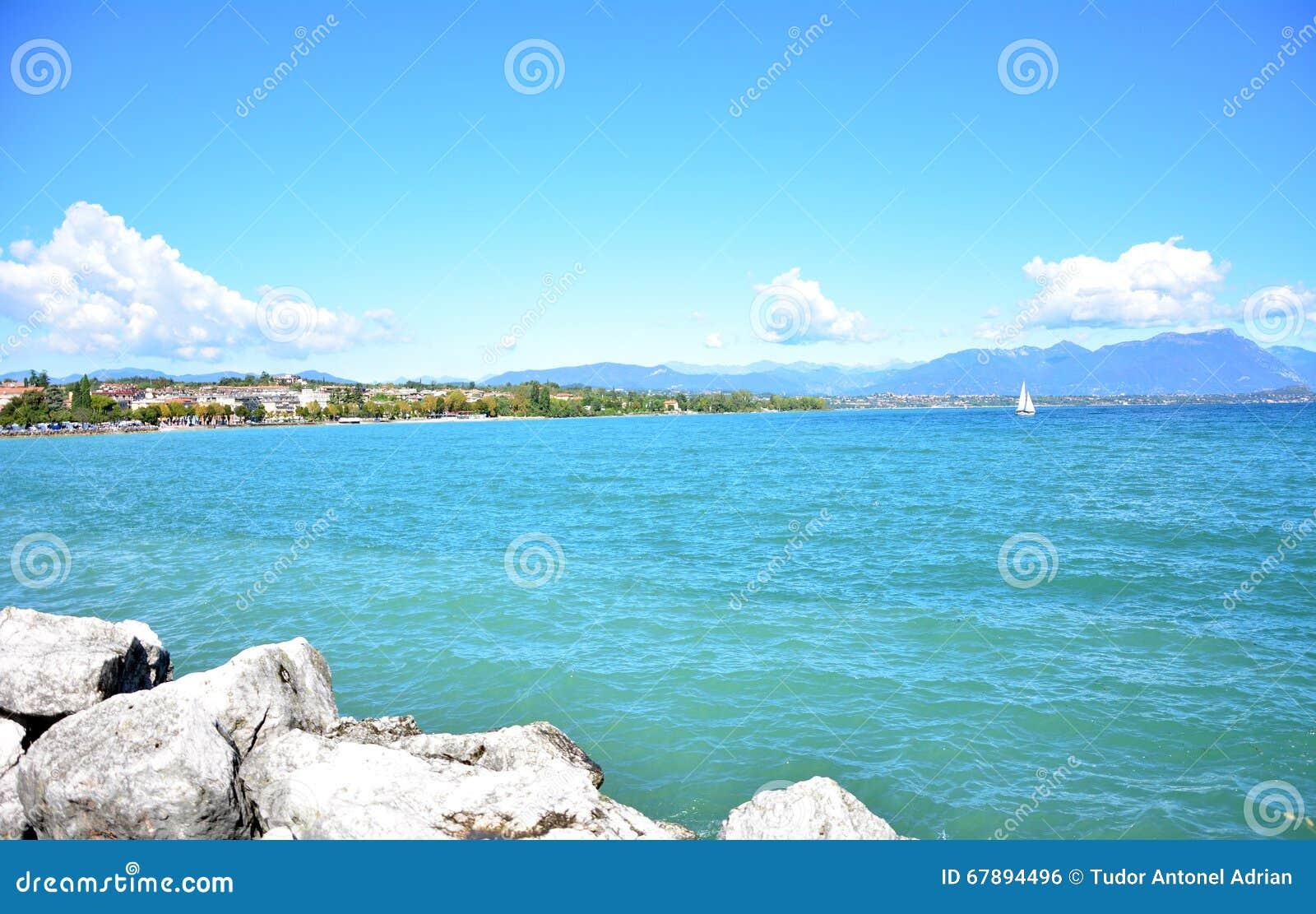 Desenzano加尔达湖都市风景