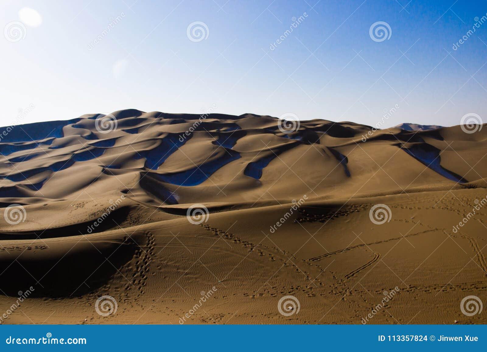 Deserto de Kumtag, xinjiang, nevando
