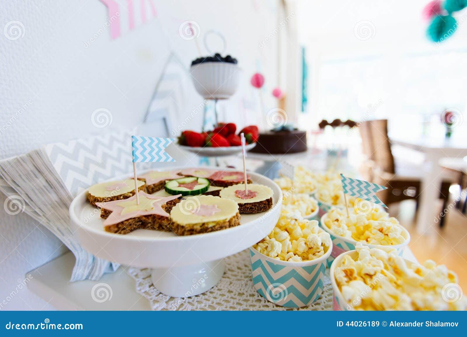 Deseru stół