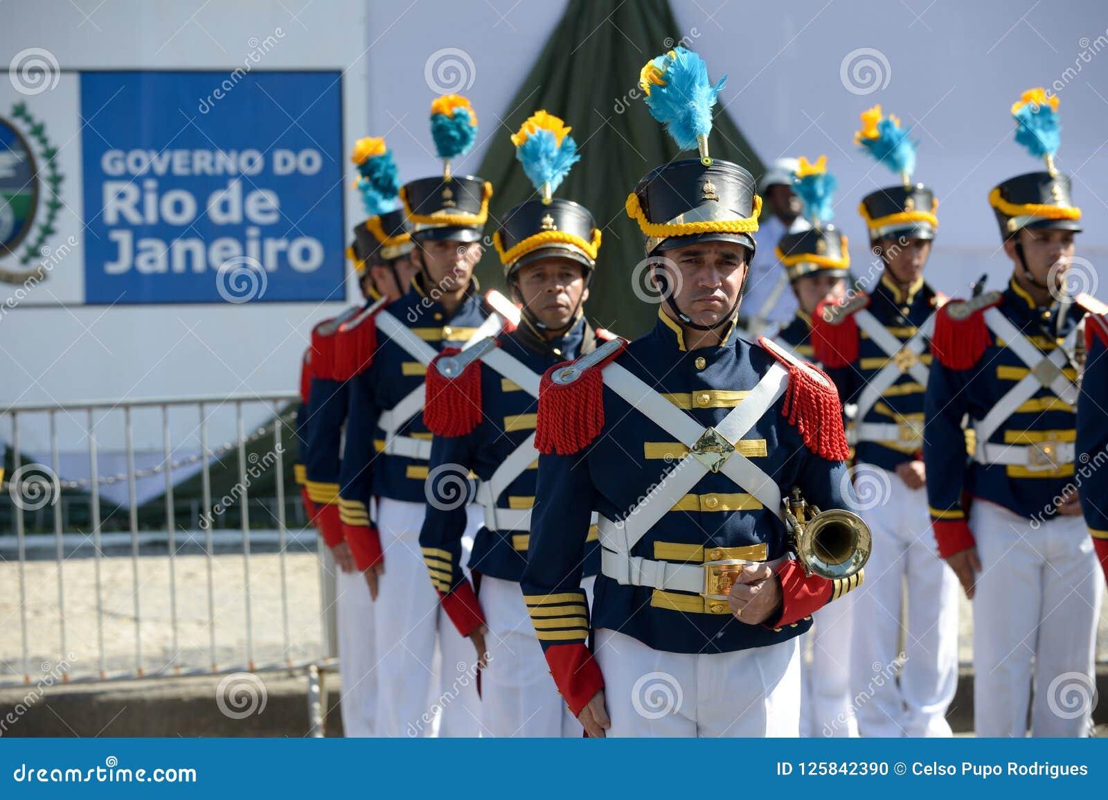 Desfile cívico militar que celebra la independencia del Brasil
