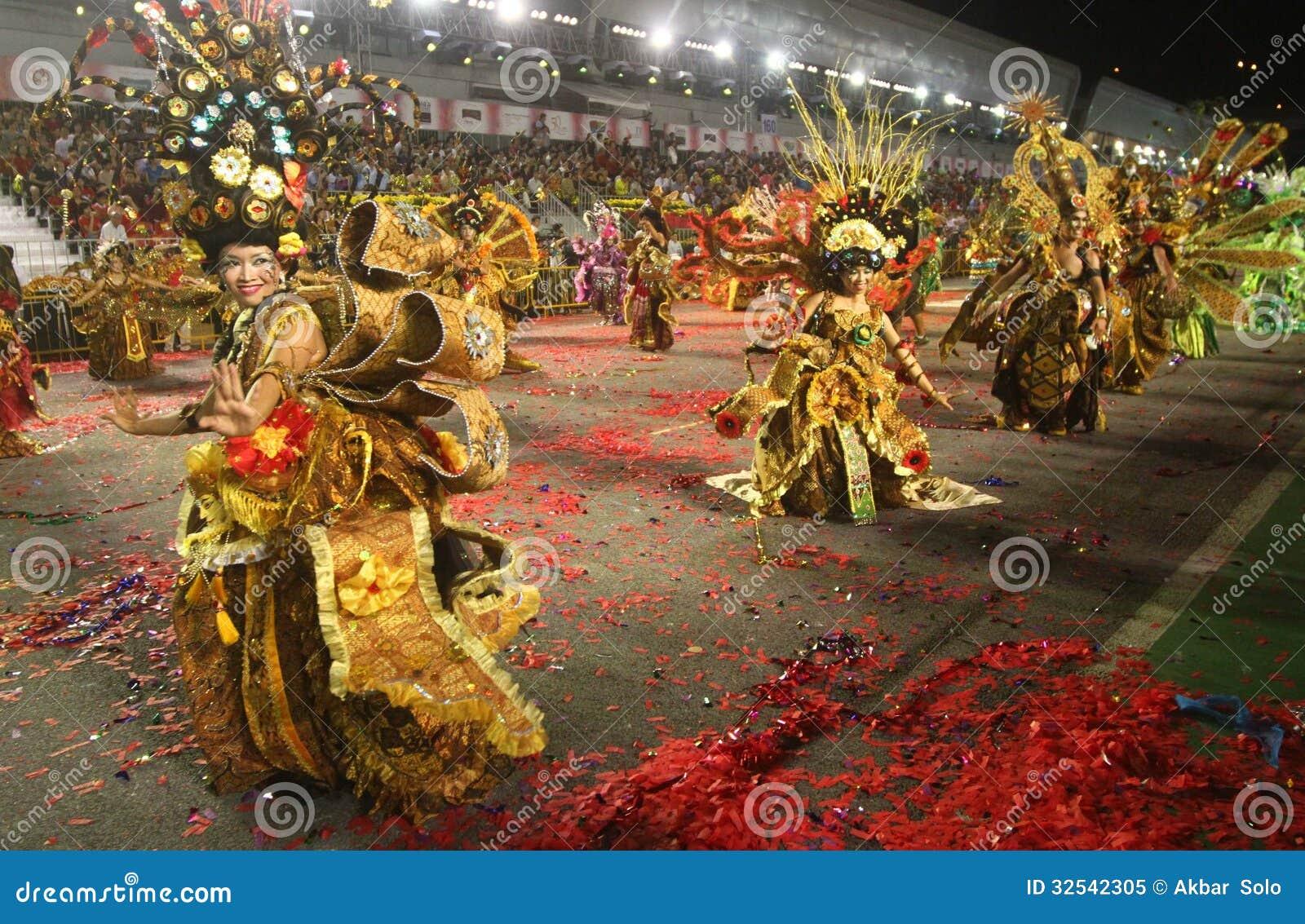 Desfile Chingay De Singapur Imagen Editorial Imagen De Bailarin