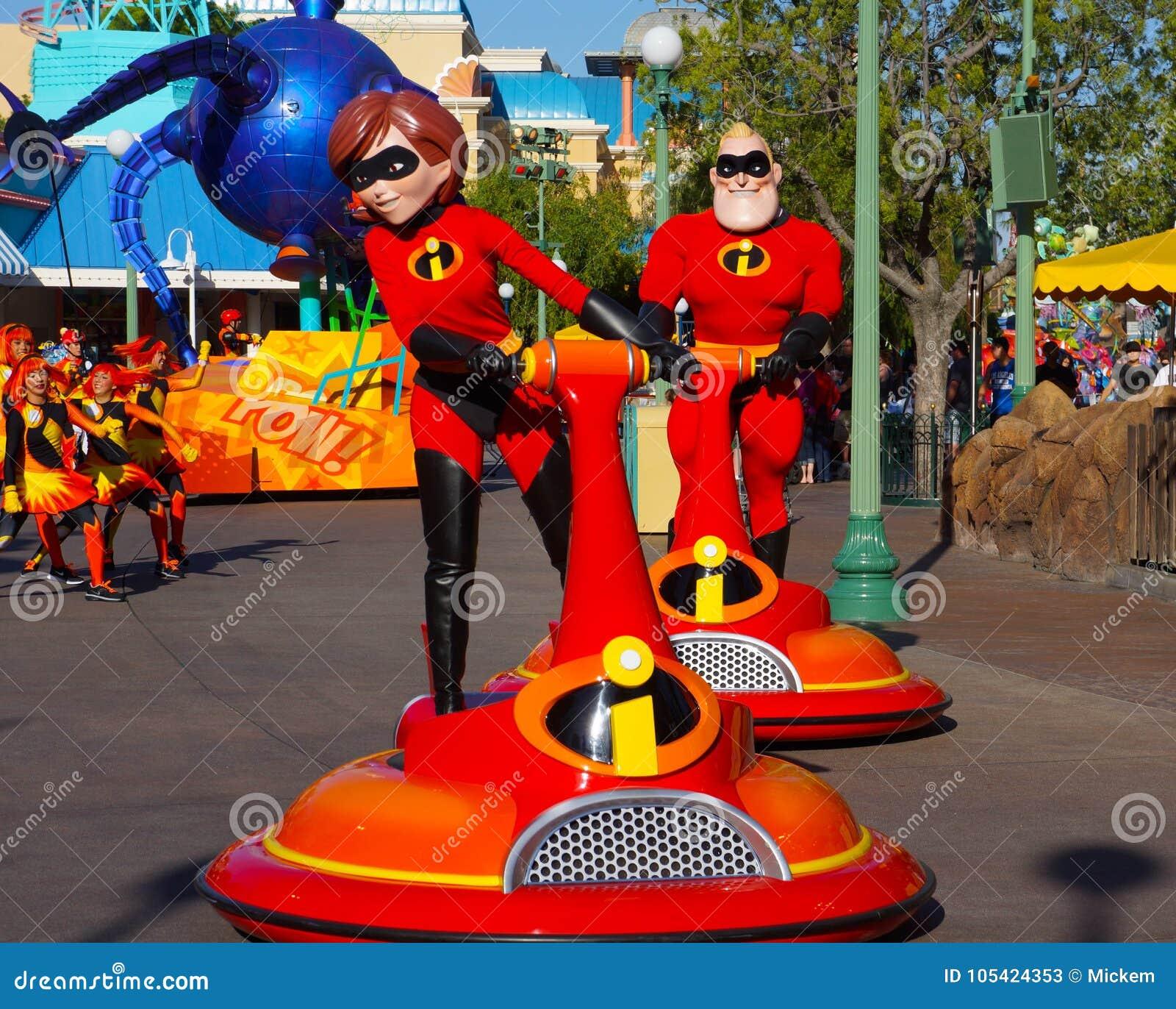 Desfile de Disneyland Pixar el Incredibles