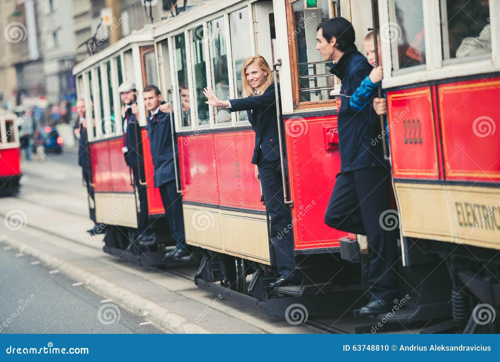 Desfile de la tranvía del vintage, Praga, República Checa