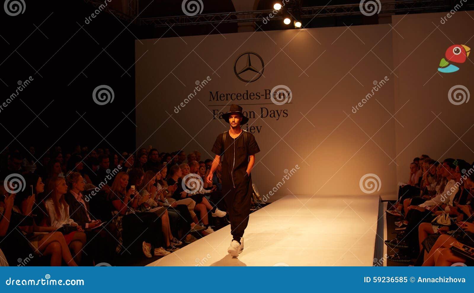 Download Desfile de moda imagen editorial. Imagen de fashionable - 59236585