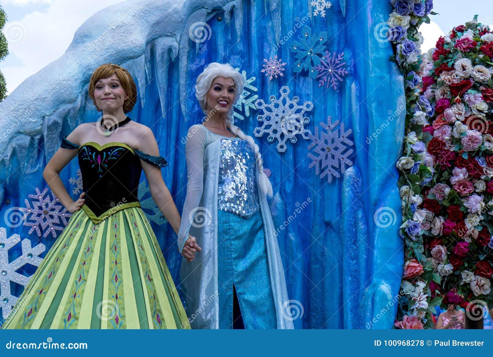 Desfile de Orlando Florida Magic Kingdom del mundo de Disney congelado