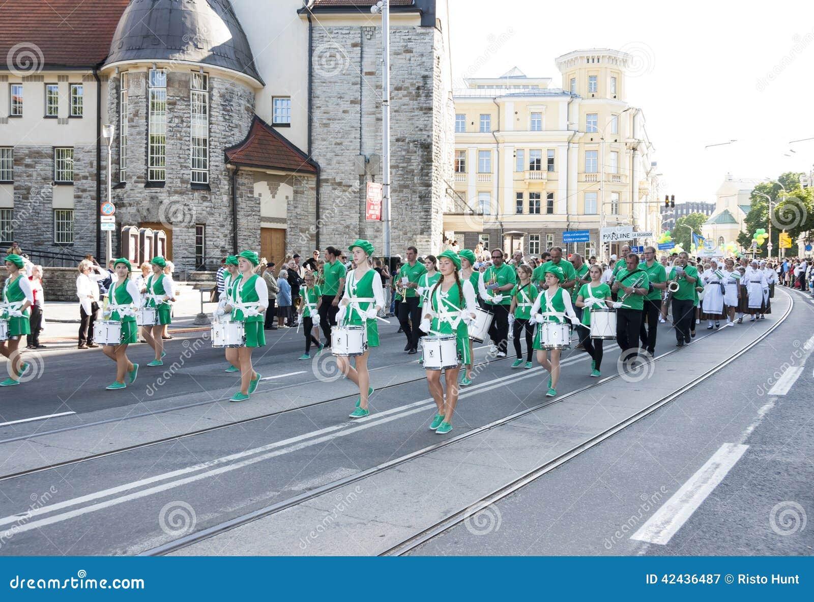 Desfile del festival nacional estonio de la canción en Tallinn, Estonia
