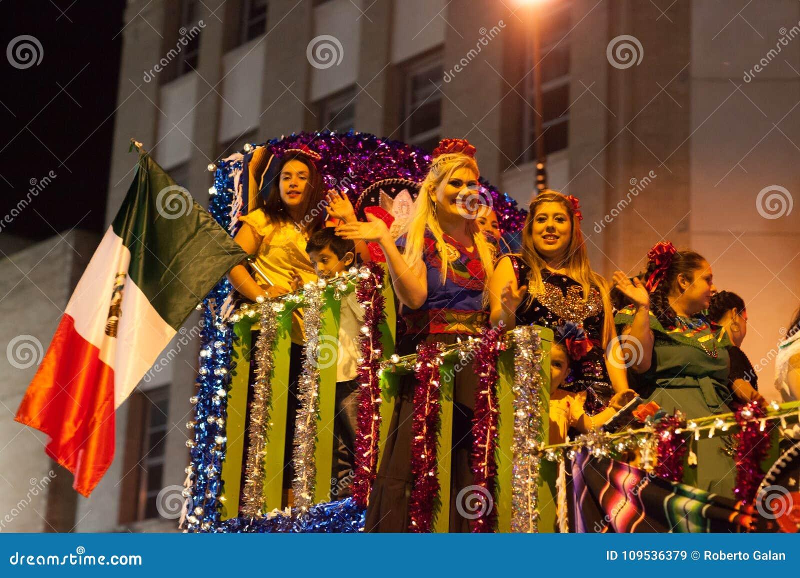 Desfile iluminado de la noche