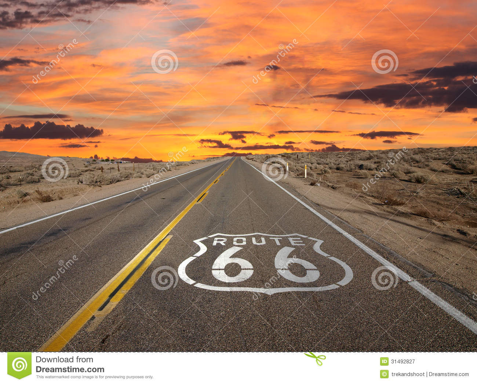 Desierto de Mojave de la salida del sol de la muestra del pavimento de la ruta 66