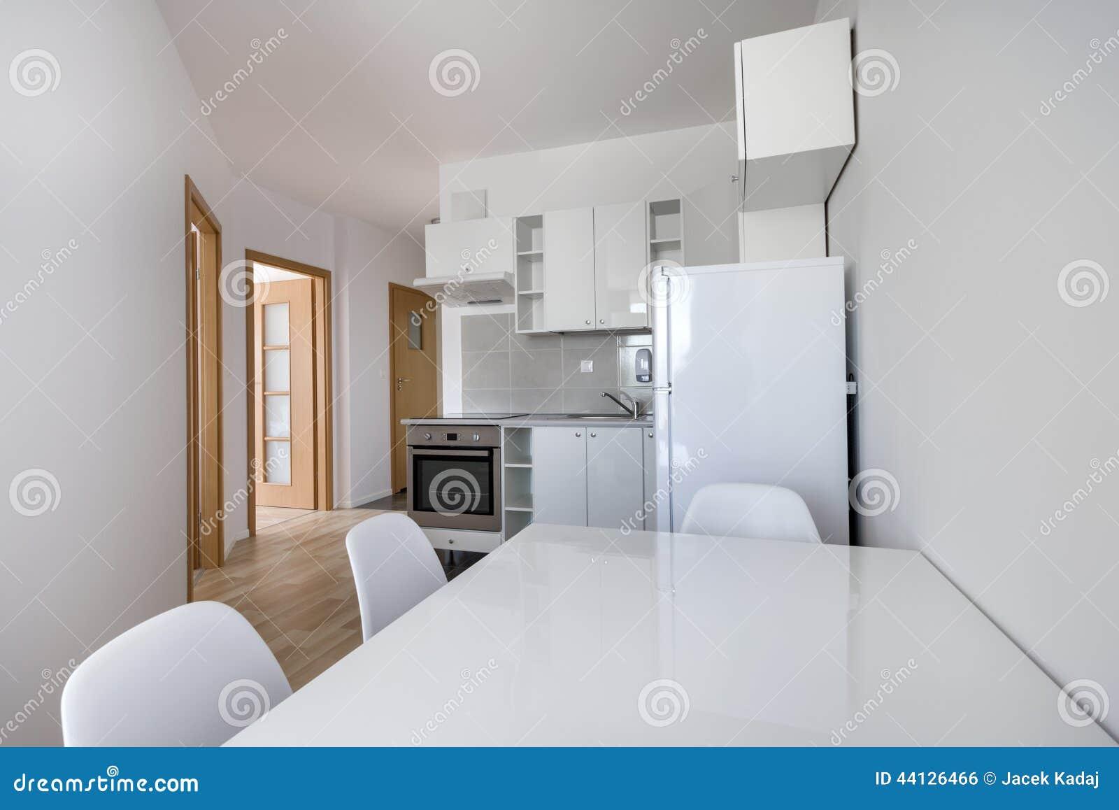 Design De Interiores Compacto Moderno Branco Da Cozinha Foto de Stock  #83A328 1300 958