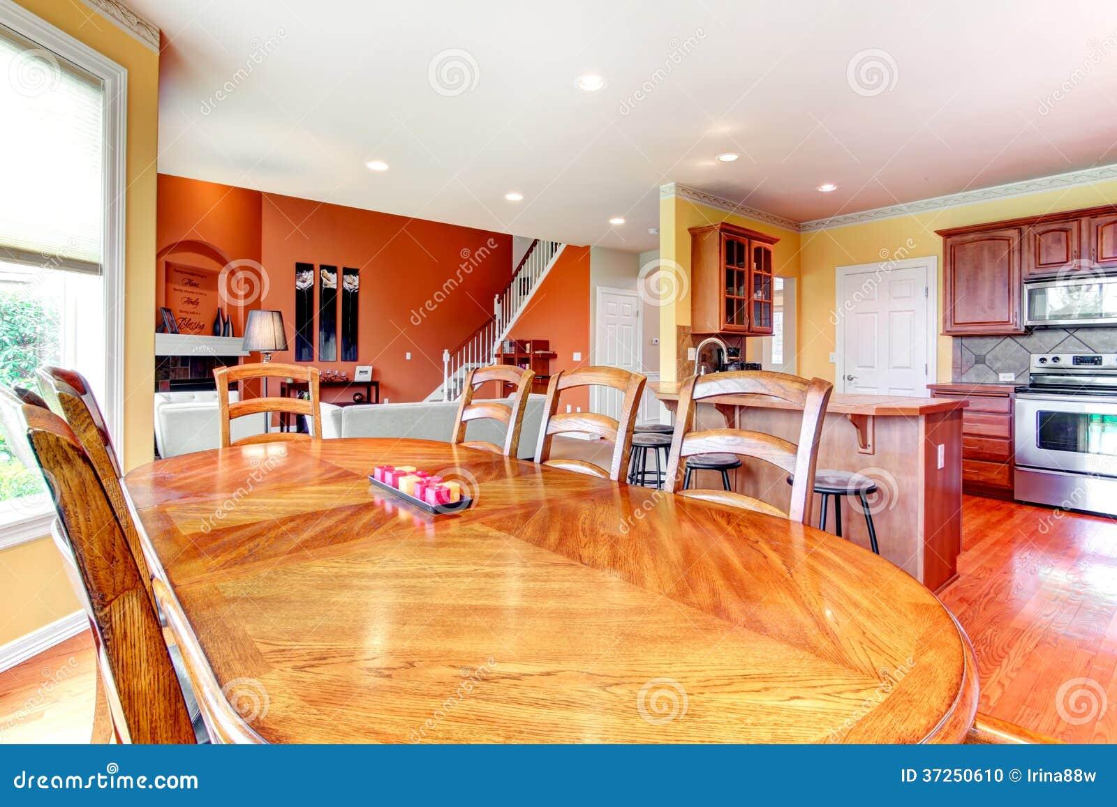 Design de interiores. Grande cozinha jantar e combinati da sala de  #BD790E 1300 957