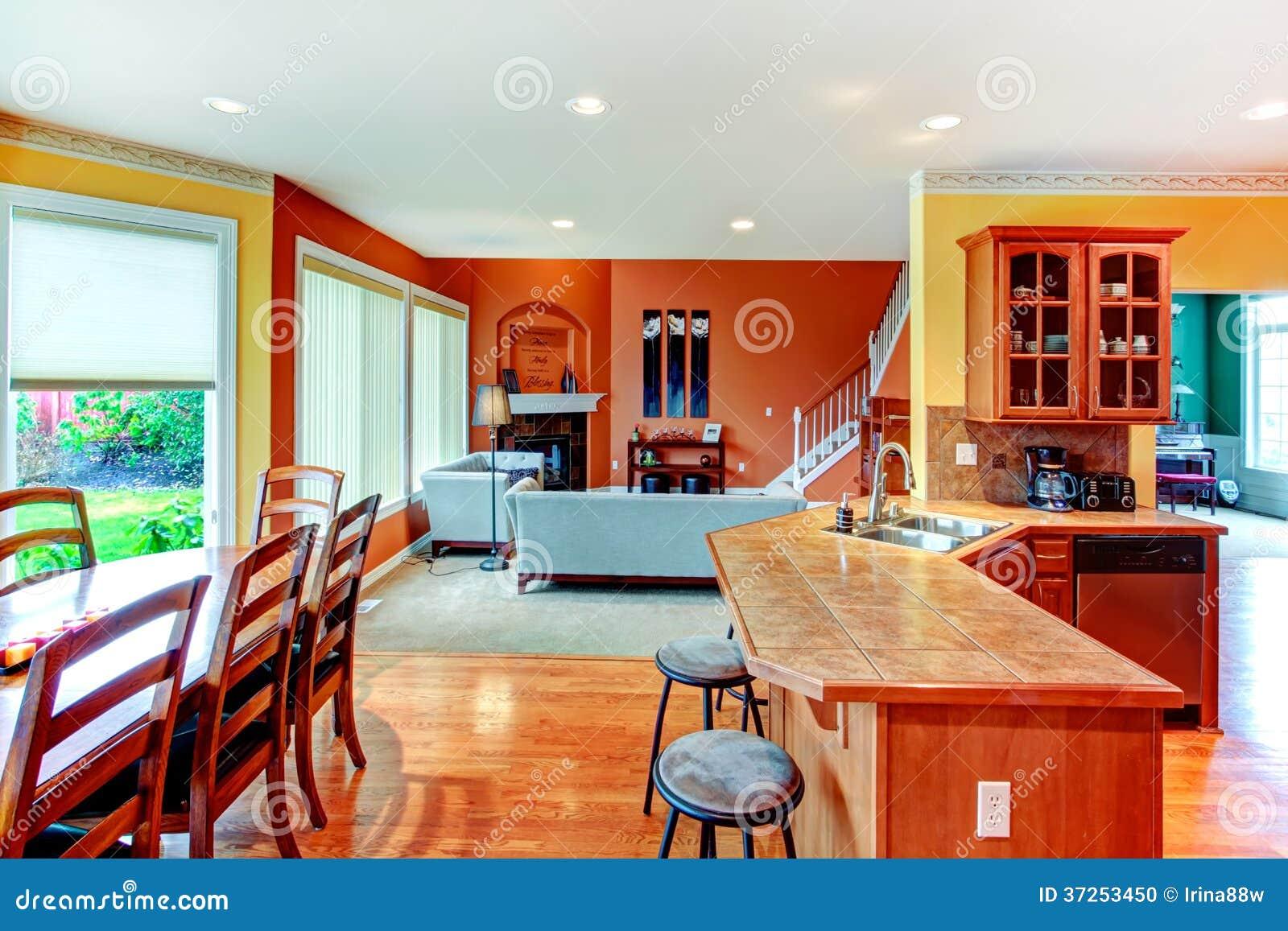 Design de interiores. Grande cozinha jantar e combinati da sala de  #B93912 1300 957