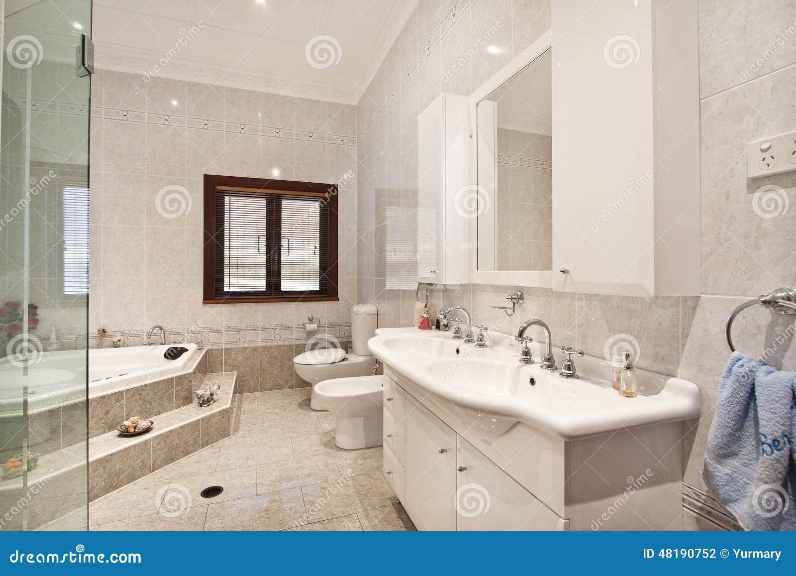 Design De Interiores: Interior Do Banheiro Foto de Stock Imagem  #82A229 1300 957