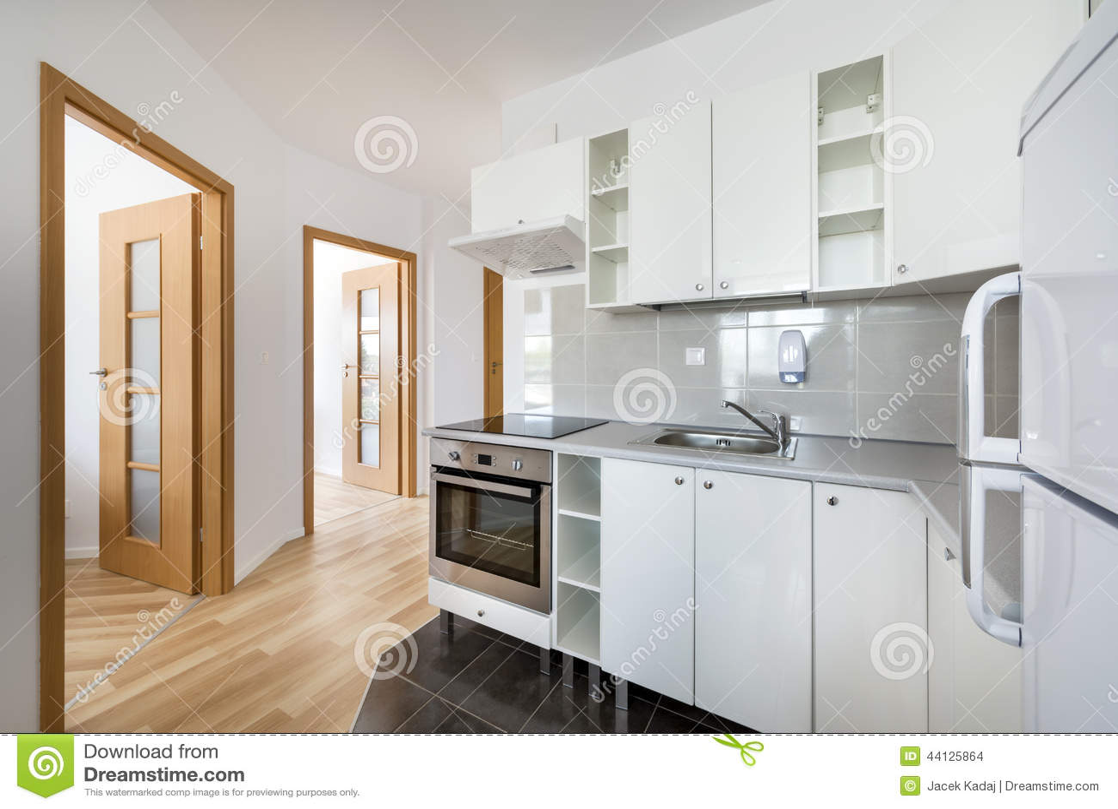 Design De Interiores Moderno Pequeno Branco Da Cozinha Foto de Stock  #684725 1300 958