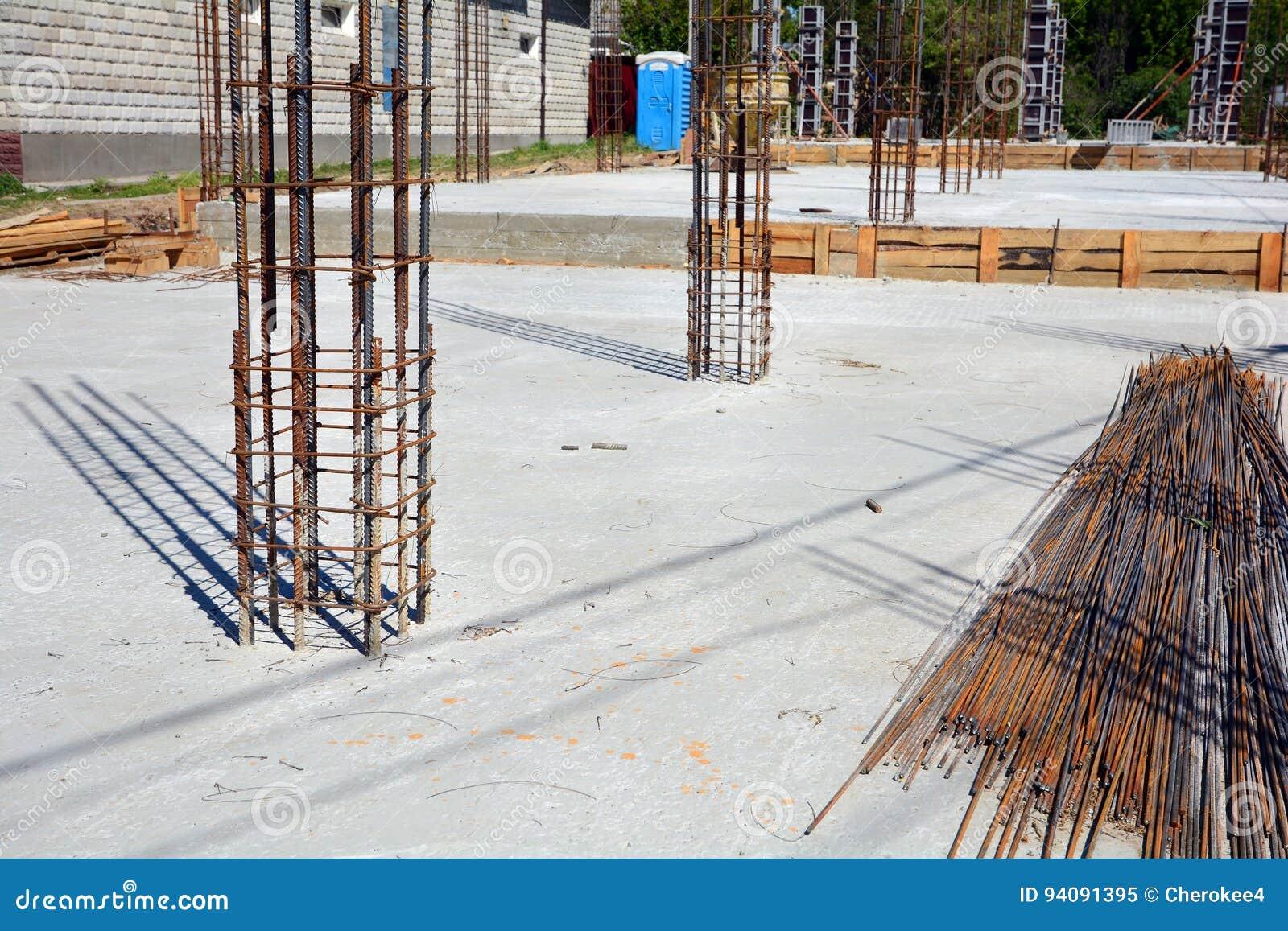 Design Von Stahlbetongrundlagen Konstruiert Durch Arbeitskräfte ...